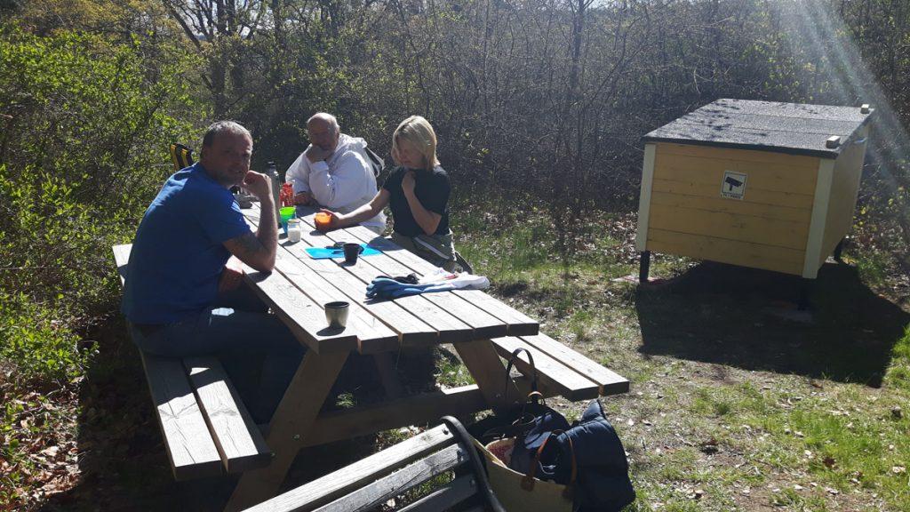 Arbete i föreningsbigården vid Ekebyhovs slott, Mälaröbiodlarna