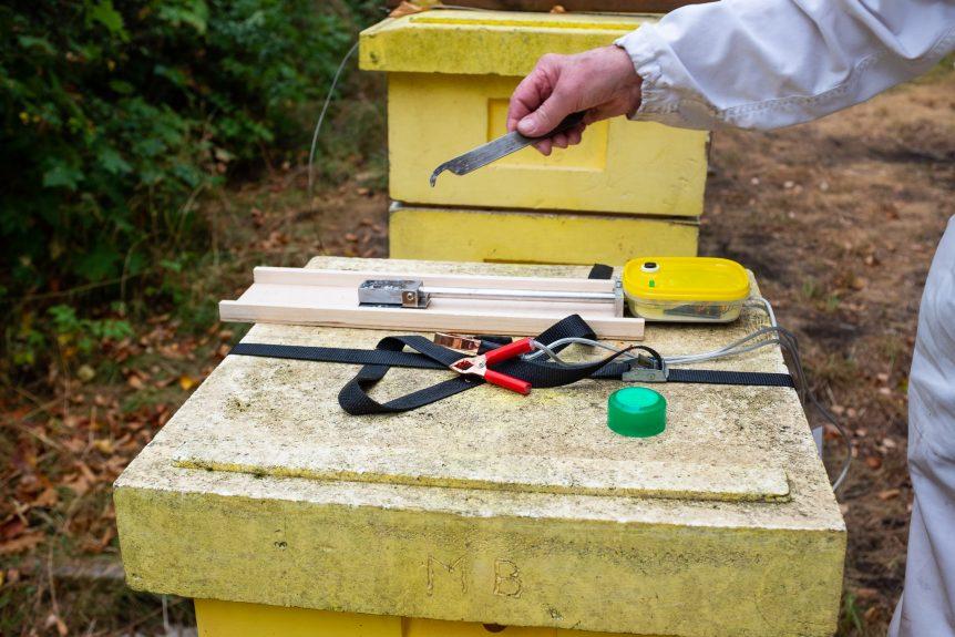 Förångning av oxalsyra. Biodlarmöte med Mälaröarnas biodlarförening vid Ekebyhovs slott. Foto: Mats Andersson, www.bubbelbubbel.se
